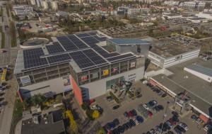 Das Photovoltaik-Kraftwerk über den Dächern des Donau-Einkaufszentrums Regensburg Foto Panasonic