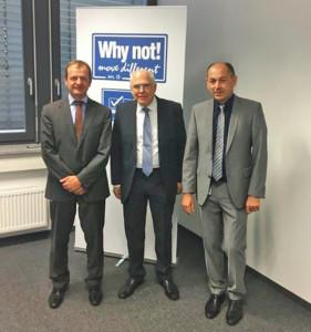 AVL-Gründer Prof. Dr. H. List (Mitte) mit den Regensburger Managern A. Angermaier (l.) und Dr. G. Schwab